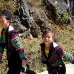 Trekking dans les rizières de Sapa avec une jeune Hmong